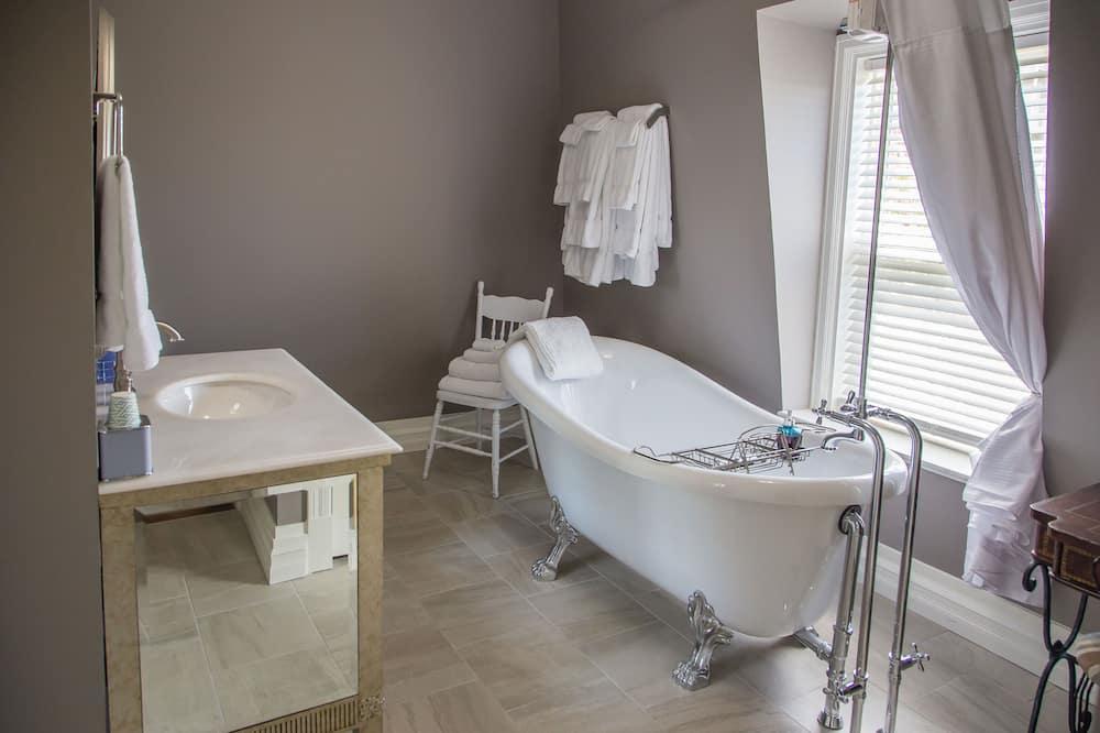 Superior Room (Beth) - Bathroom