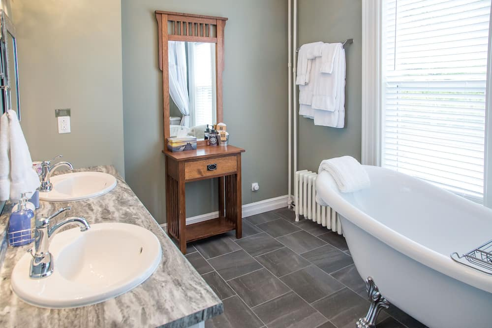 Superior Room, City View (Teresa) - Bathroom