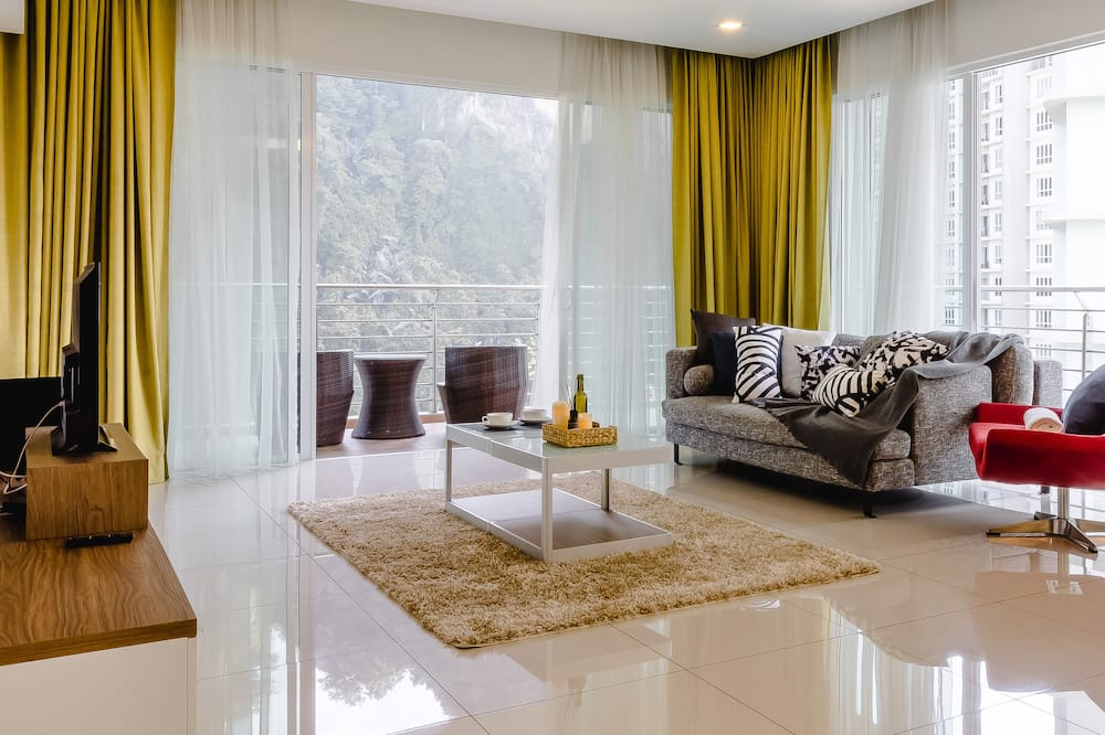 The Haven Lakeside Suites by Verve (11 Pax) EECH28 - Living Area