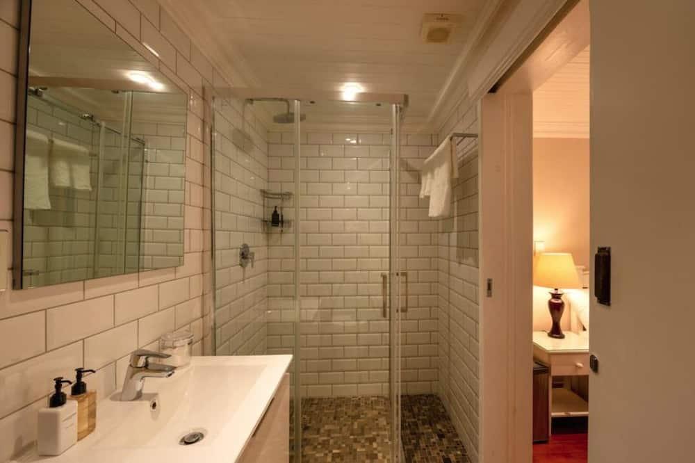 Standard Room (4) - Bathroom