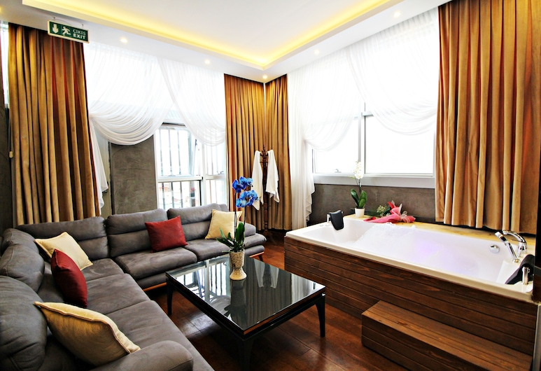 Beylife Suit Hotel, Istanbul, Royal-Zimmer, Whirlpool, Blick auf die Stadt