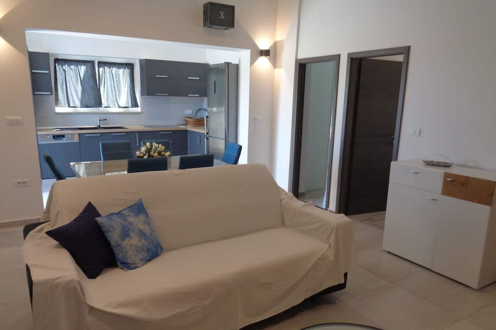 Apartment, 2 Bedrooms - Hotel Entrance