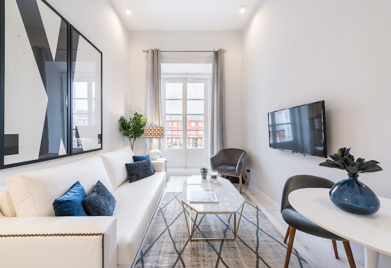 Apartment 1Bd With Balcony in Plaza Mayor Square. Plaza Mayor II, Madrid, Apartment (1 Bedroom), Living Room