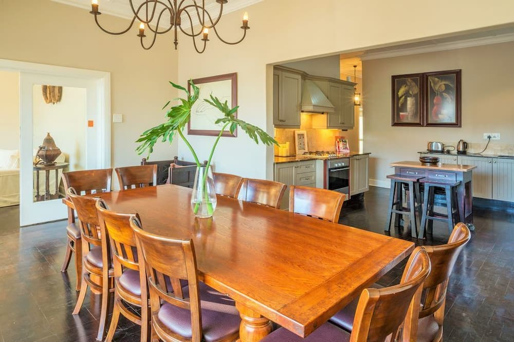 Family House, 4 Bedrooms - In-Room Dining
