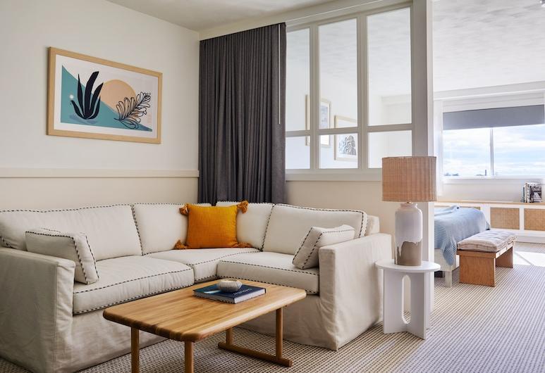 Wayfinder Hotel, Newport, Two Queen Suite Accessible, Living Area