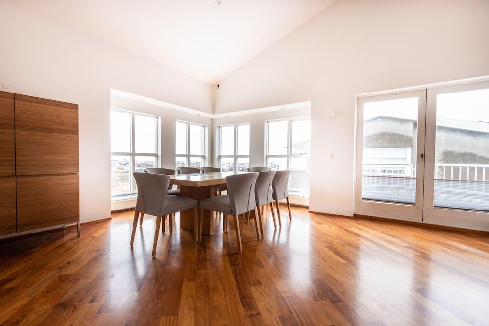 Ģimenes dzīvokļnumurs, trīs guļamistabas - Dzīvojamā zona