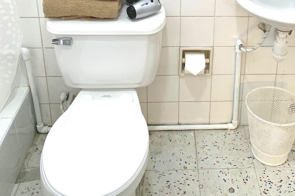 Room 8 People - 浴室