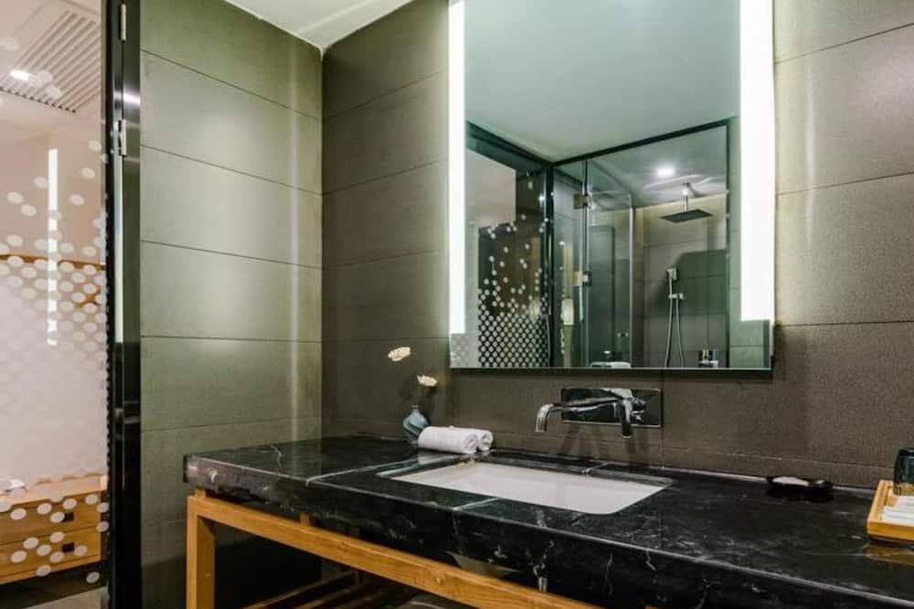 Classic Double Room (Mainland Chinese Citizen Only) - Bathroom