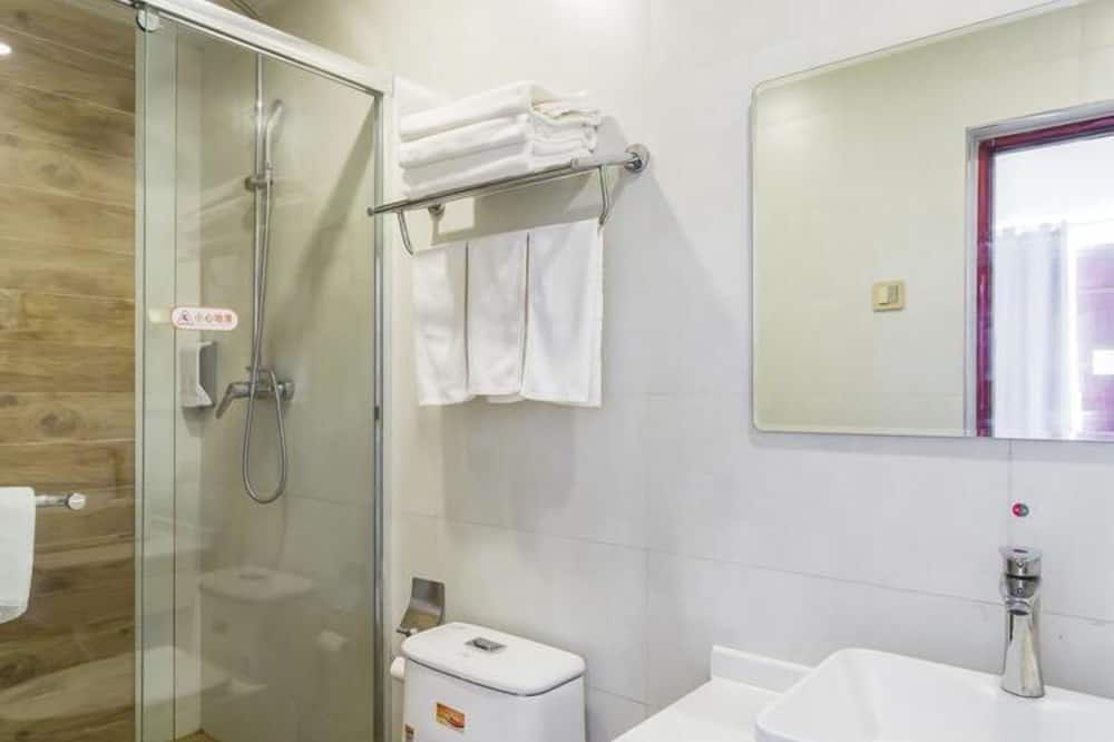 Triple Room (Mainland Chinese Citizen Only) - Bathroom