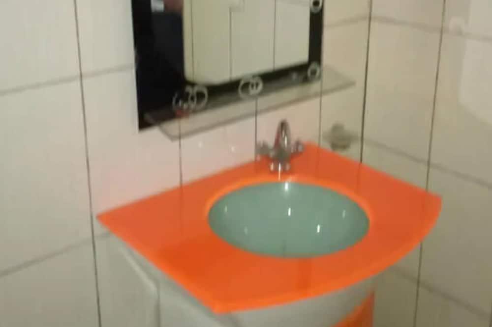 Deluxe Suite - Bathroom Sink