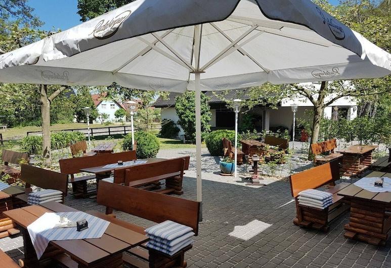 Landgasthof und Hotel Schleusenhaus, Röderland, Terassi/patio