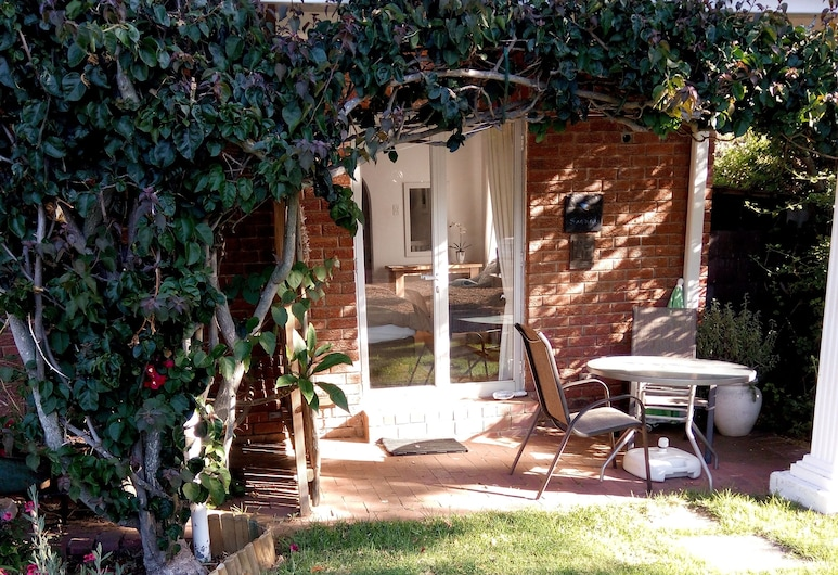 Waterford Guest House, Cape Town, Sunbird Deluxe Apartment, Terrace/Patio