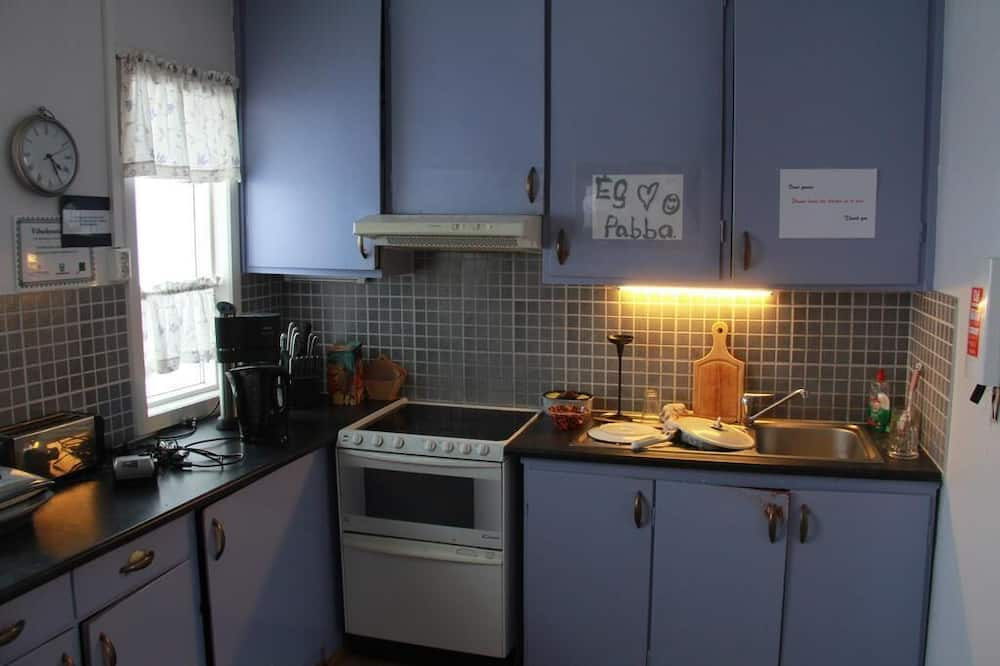 Camera doppia, bagno condiviso - Cucina in comune