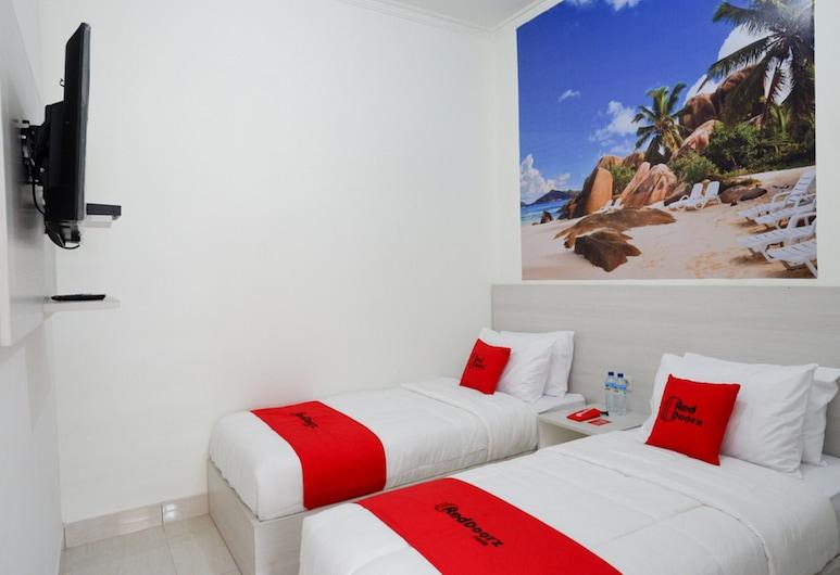 RedDoorz near Mataram University, Mataram, חדר טווין, חדר אורחים