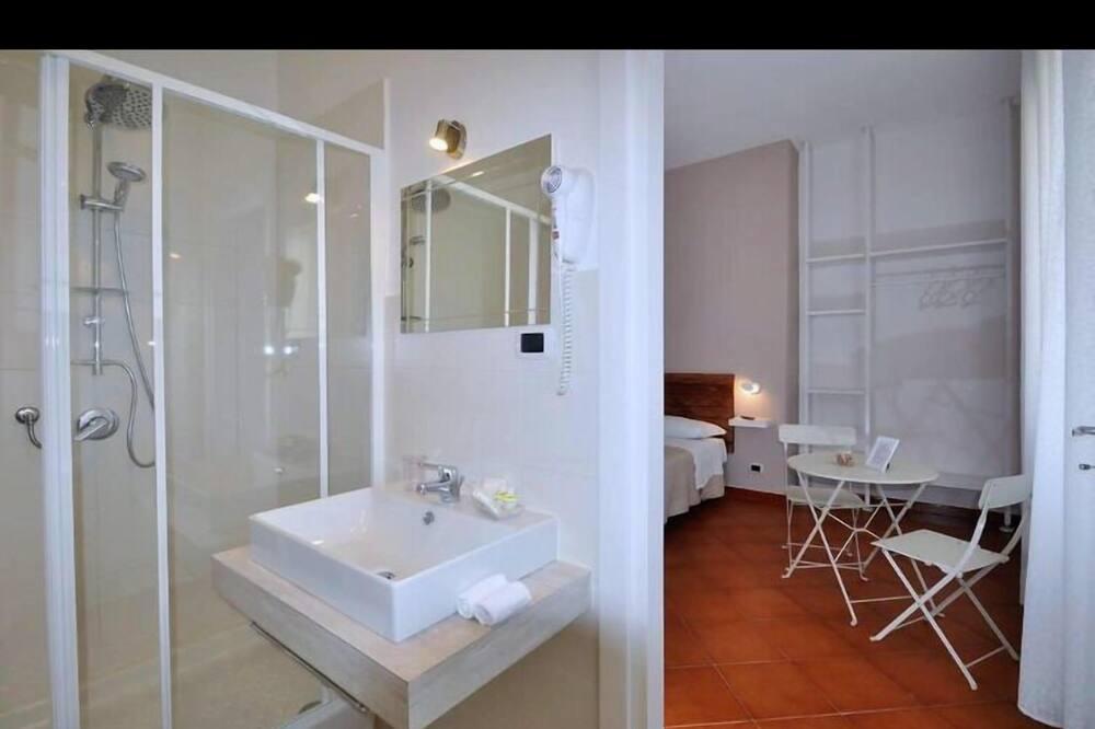 Standard - neljän hengen huone - Kylpyhuone