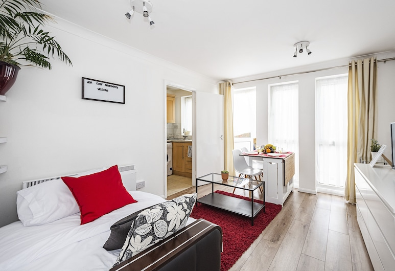 ASH Cosy Apartments 2 - Codling Close, London, ASH Cosy Apartments 2 - Codling Close, Living Area
