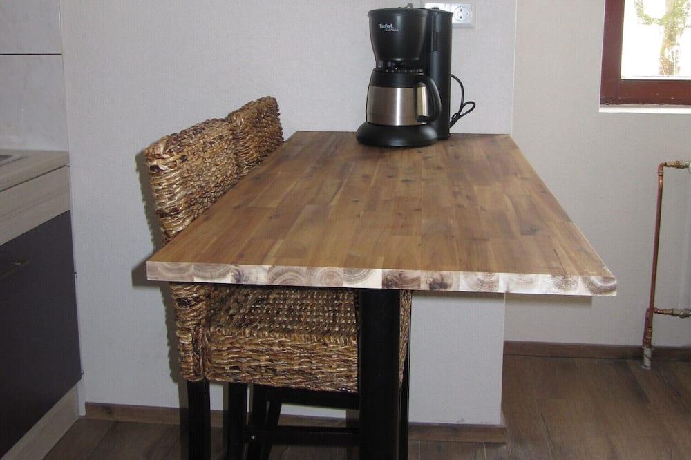 Double Room, Non Smoking, Kitchenette - Tempat Makan dalam Bilik