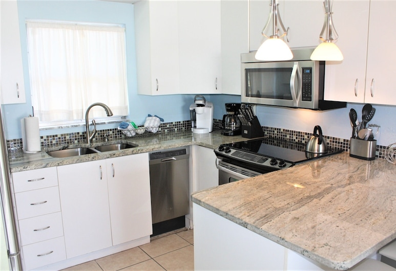 Jamaica Royale 052 Great Updates And Close To The Pool! 1 Bedroom Villa, Siesta Key