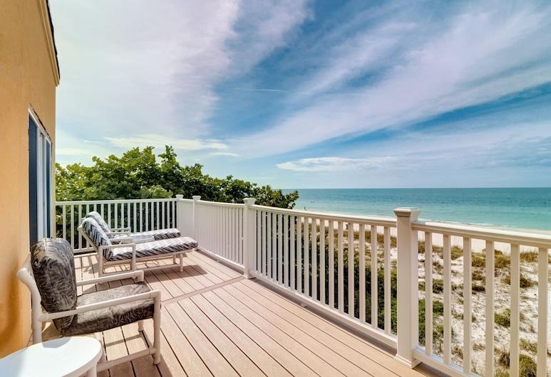 New Listing! Beachfront Bliss W/ Stunning Views 3 Bedroom Townhouse, Treasure Island