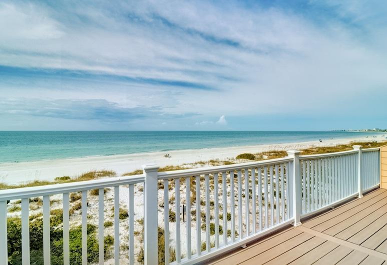 New Listing! Beachfront Bliss W/ Stunning Views 3 Bedroom Townhouse, Treasure Island, Pientalo, 3 makuuhuonetta, Parveke