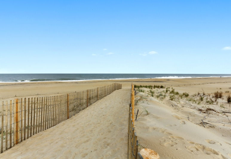 Outstanding Large Beach House on the Ocean Side With a Private Heated Pool!, Fenwick Island, Beach