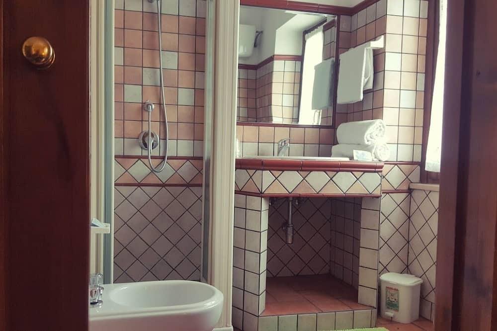 Phòng 4 Tiêu chuẩn, Quang cảnh đồi núi - Phòng tắm