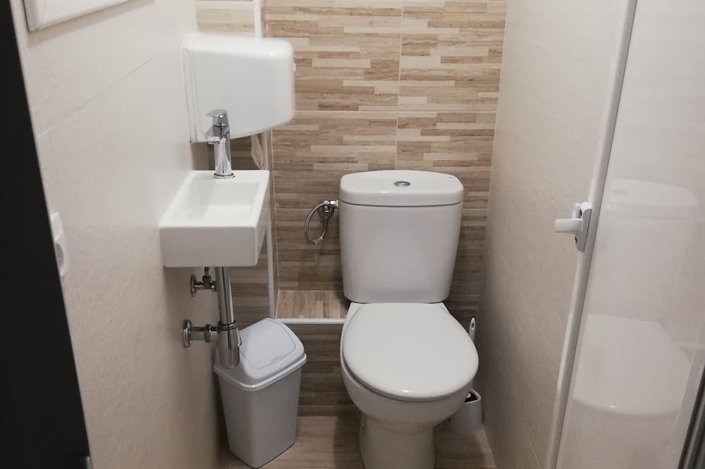 Doppelzimmer, 2Einzelbetten, Gemeinschaftsbad - Badezimmer