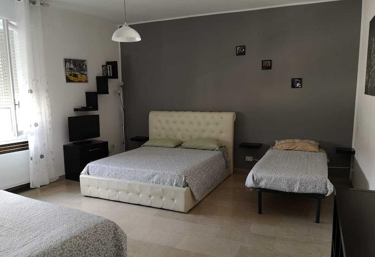Amendola Apartments, Bologna, Room, Shared Bathroom (Grey), Guest Room