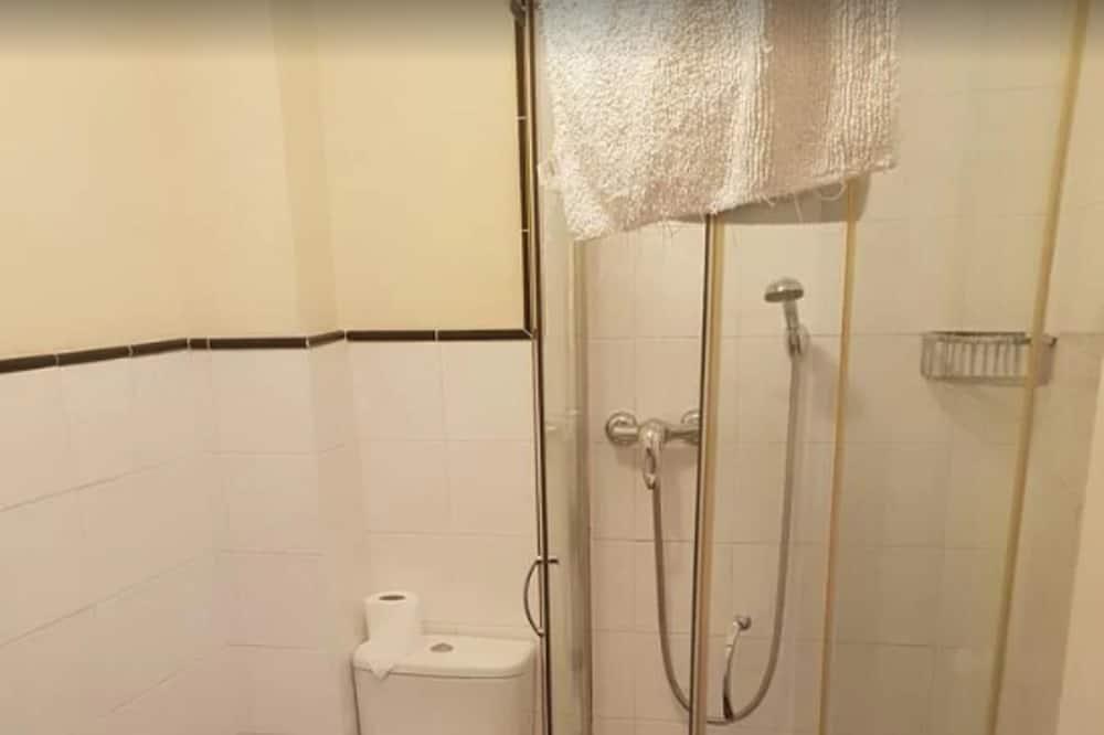 Værelse - Bruser på badeværelset