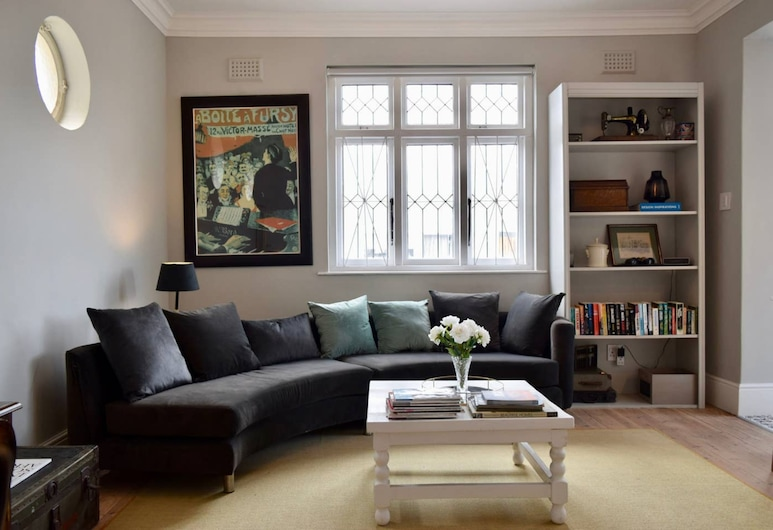 Characterful and Stylish 3 Bedroom Home In Green Point, Cape Town