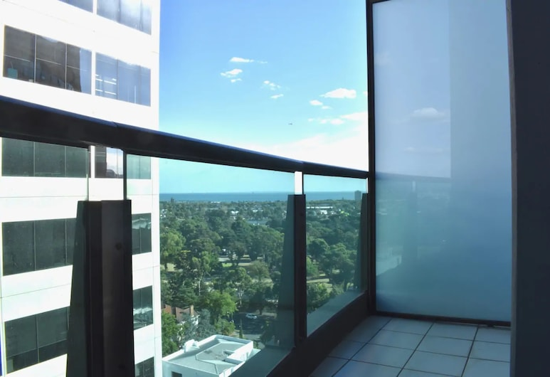 Light Filled Modern 1 Bedroom Apartment Close To Beach, Melbourne, Balcony