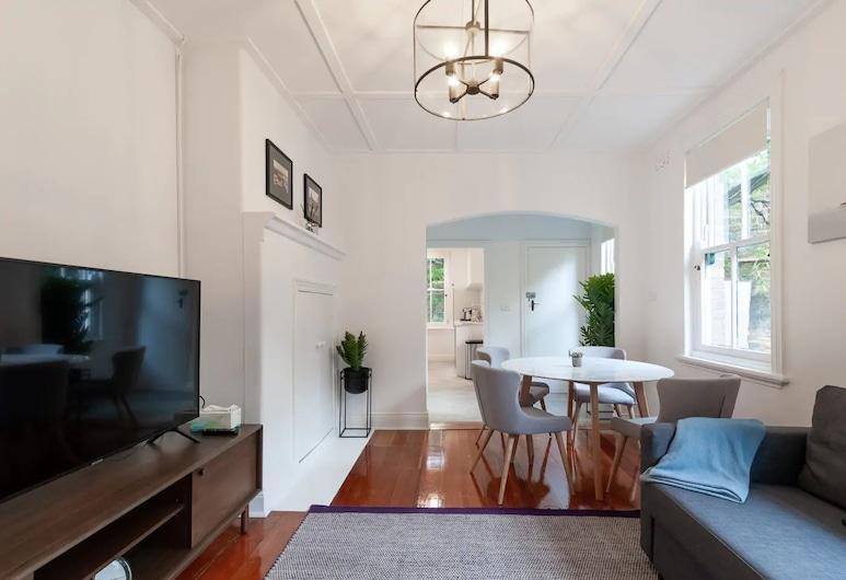 Luxurious Historic Home With Harbour Bridge Views, Sídney, Sala de estar