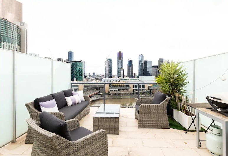 Upscale 2 Bedroom Apartment With Balcony in CBD, Melbourne, Balcony