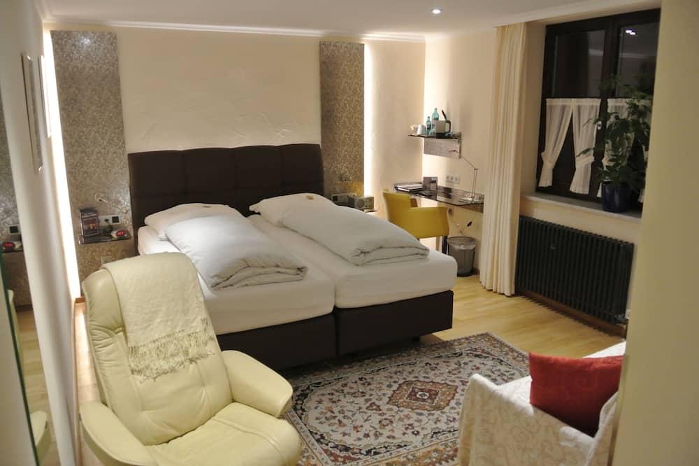 Phòng đôi tiện nghi đơn giản - Khu phòng khách