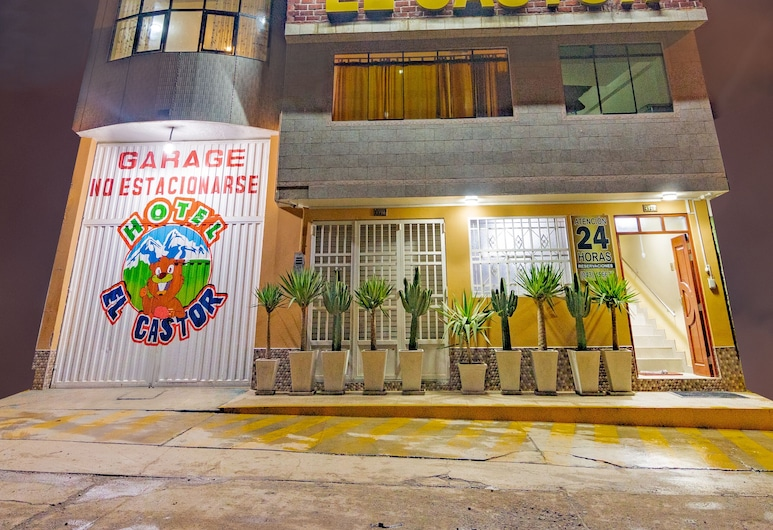 Hotel El Castor, Huaraz, Viešbučio fasadas vakare / naktį