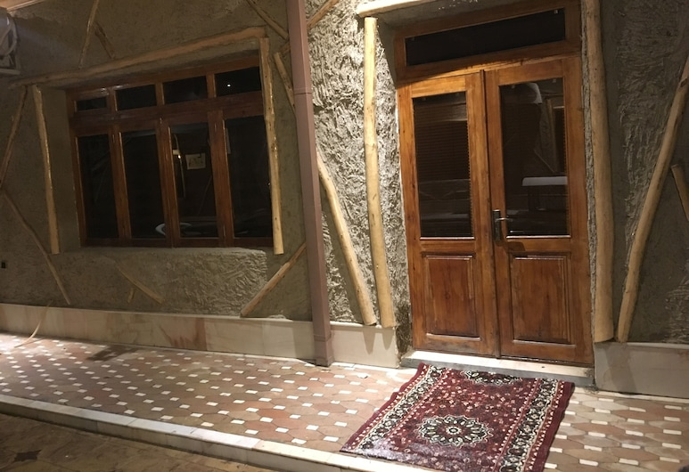 SEASONS Guest House, Samarkand, Hotel Front