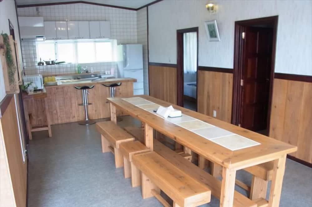 Ferienhaus (A) - Essbereich im Zimmer