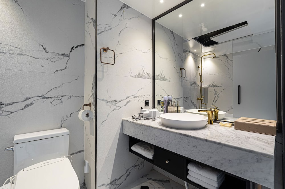 Liukso klasės kambarys (A) - Vonios kambarys