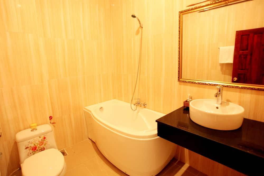 Стандартний двомісний номер, з балконом - Ванна кімната