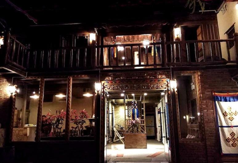 Sunny Valley Inn, Deqin, Pročelje hotela – navečer/po noći
