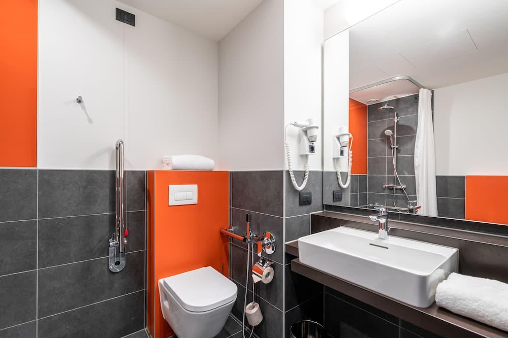 Standardzimmer, 2Einzelbetten - Badezimmer