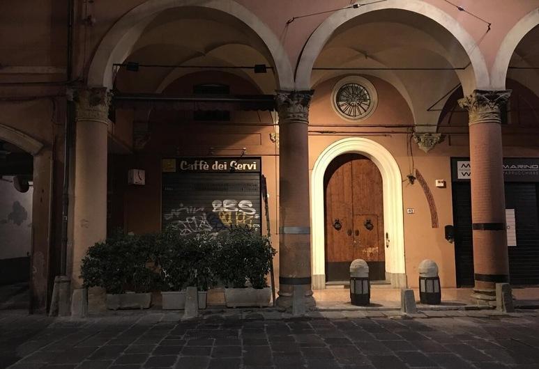 Visione Strada Maggiore 62, Bologna, Hotel Entrance