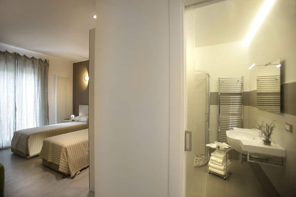 Habitación de diseño con 1 cama doble o 2 individuales, baño privado, vista al jardín - Lavabo en el baño