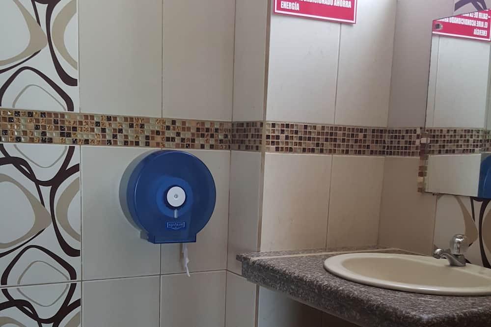 Quadruple Room, Private Bathroom, Sea View - Bathroom