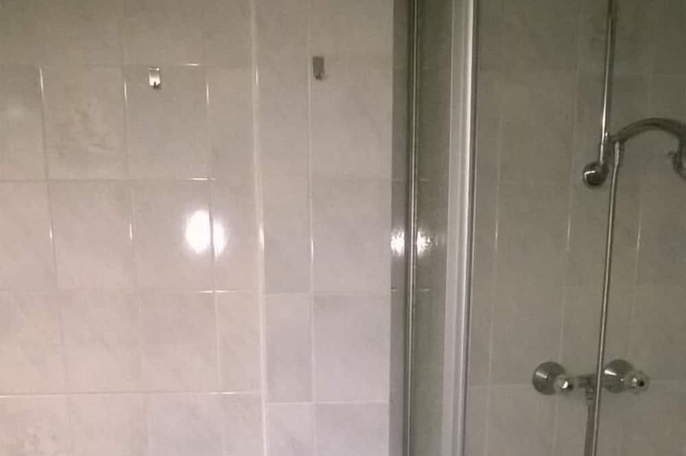 Basic Single Room (incl. cleaning fee,linen 28 EUR) - Bathroom