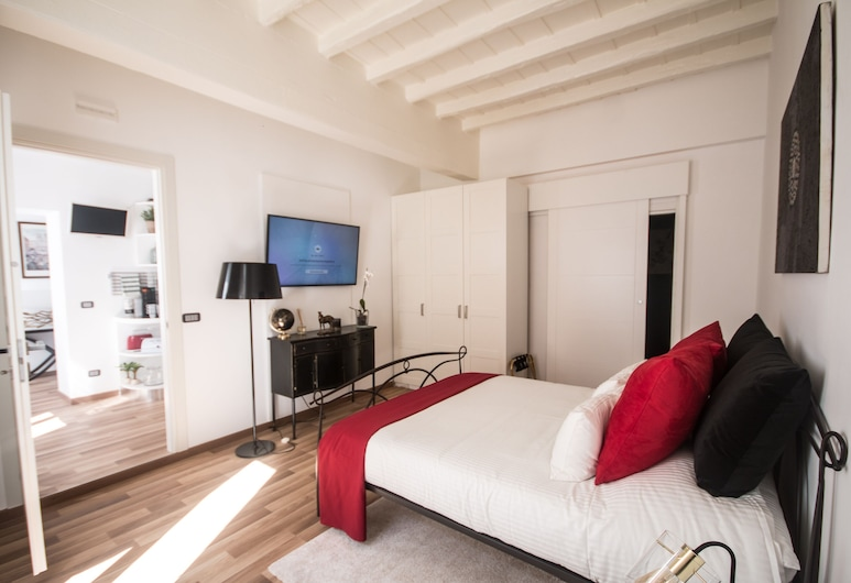 Barcaccia Luxury Suites, Rome, Deluxe Room (Red), Guest Room