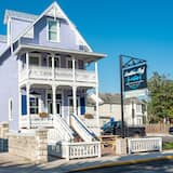 Updated Historic W/ 2 Units & Private Balcony 3 Bedroom Home