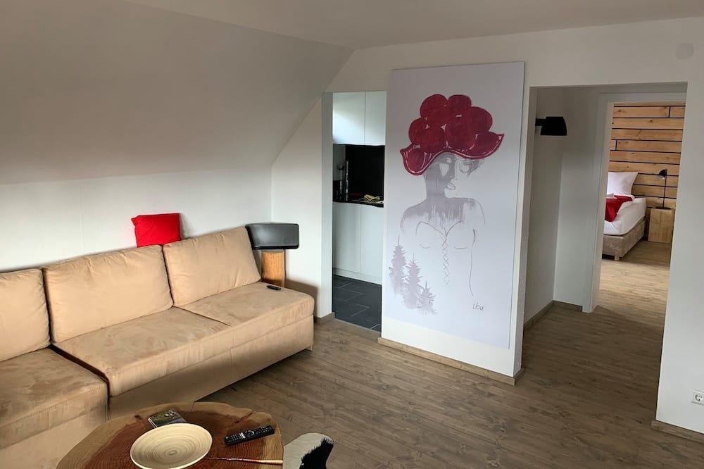 شقة بتصميم مميز - غرفتا نوم - غرفة معيشة