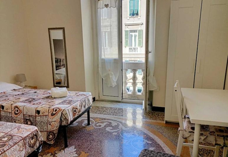 Affittacamere Monumentale, Genova, Vierpersoonskamer, gemeenschappelijke badkamer, Kamer