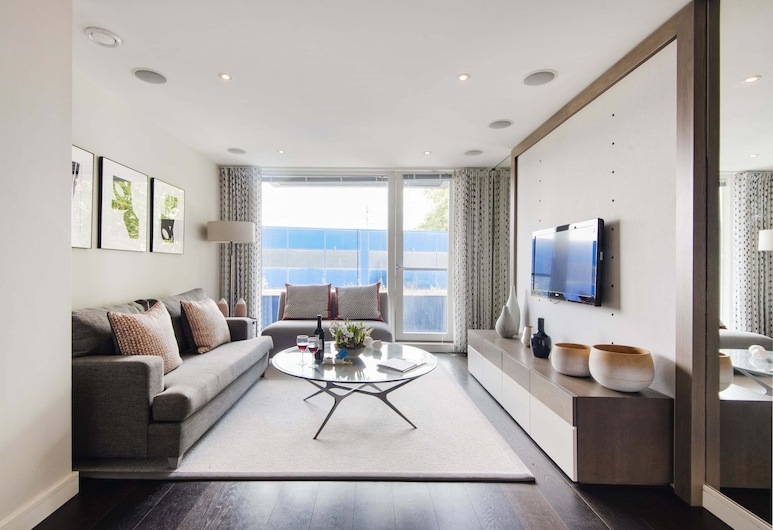 Bright Chelsea Grosvenor Waterside Apartment, London, Deluxe Apartment (1 Bedroom), Living Room